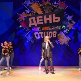 """Ренат Зайнетдинов и вокальная группа """"Сюрприз"""""""