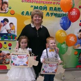 """Победители конкурса """"Мой папа самый лучший"""" с руководителем"""