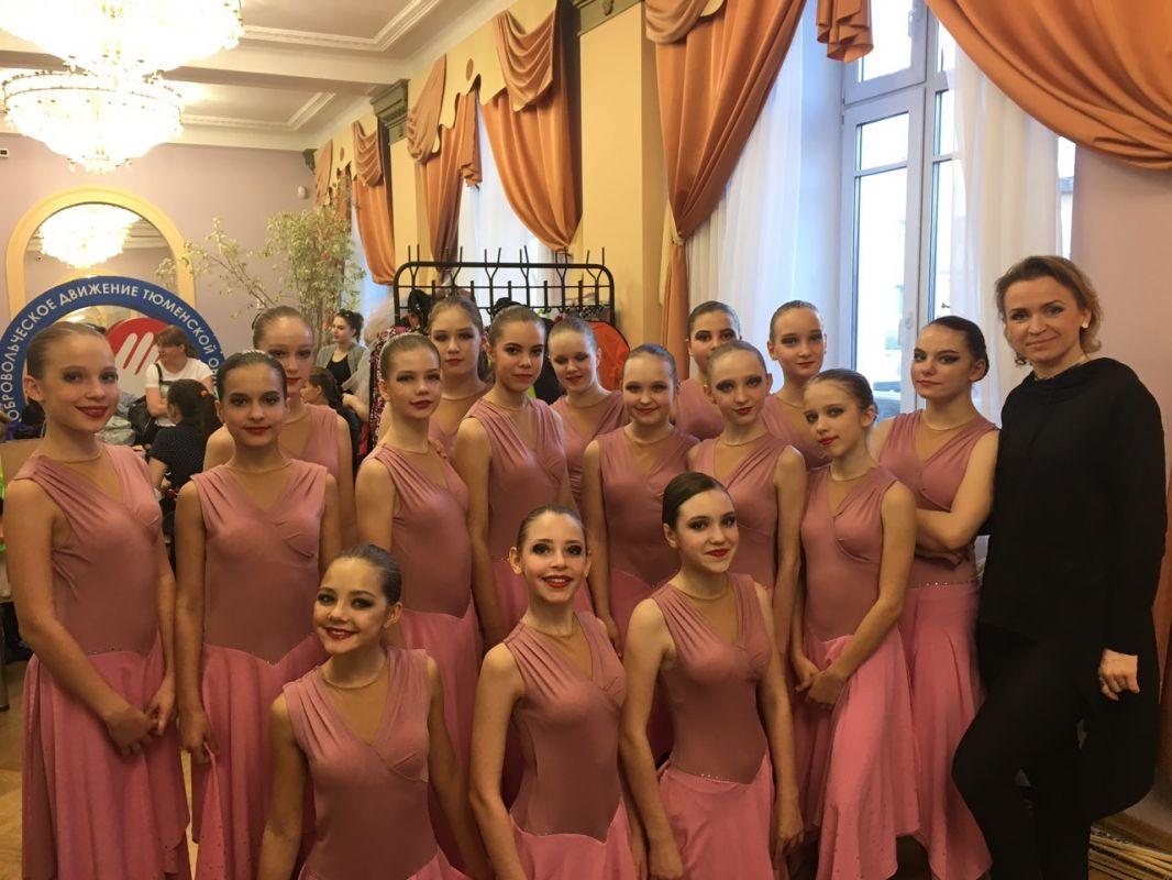 Воспитанницы студии современной хореографии «Акцент» с руководителей Анголюк Ольгой Юрьевной